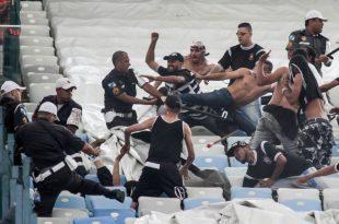 Torcedores do Corinthians entraram em conflito com policiais